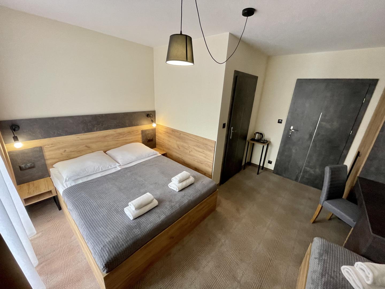 Poznaj komfort wypoczynku w pokojach premium
